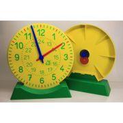 Ceas demonstrativ din plastic colorat cu diametrul de 27 cm imagine librariadelfin.ro